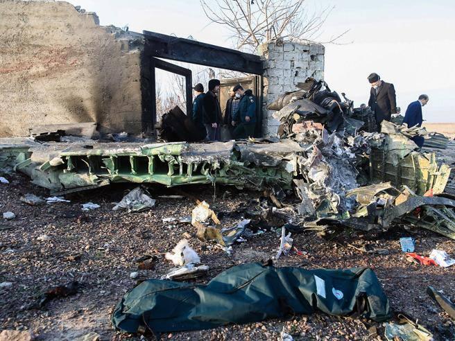 Iran Aereo Ucraino Precipitato Dopo Il Decollo 176 Morti Corriere It
