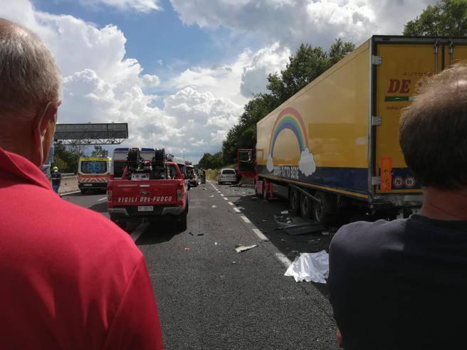 Incidente A1 Arezzo oggi, quattro morti, due bambini