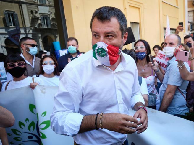 Salvini: «Noi eredi di Berlinguer» Il Pd: «Orrore, giù le mani»