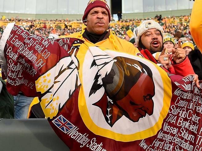 Più delle accuse di razzismo poterono gli sponsor: i «Redskins» cambiano nome