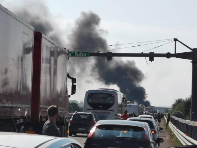 Foggia, assalto a portavalori: A14 bloccata. Sparatoria e auto ...