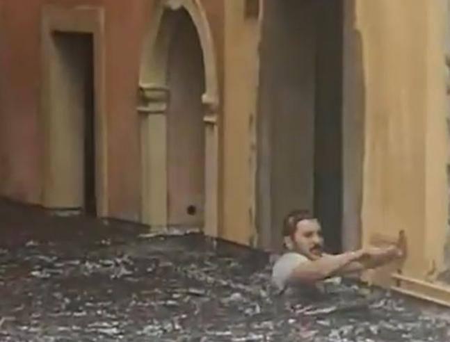 Nubifragio su Verona:  «Avevo l'acqua alla gola, un abbraccio mi ha salvato» thumbnail