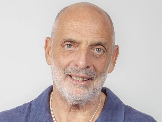 Paolo Brosio non entra più nella casa del Grande Fratello Vip: «Non sta bene, è in ospedale»