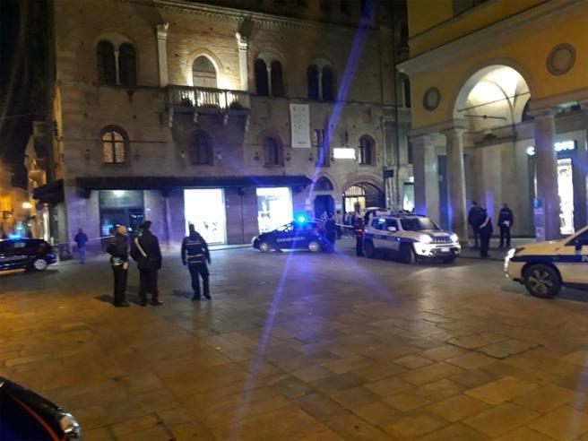 Sparatoria Reggio Emilia: 5 feriti in piazza Del Monte, 1 grave ...