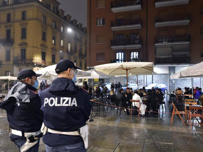 Coprifuoco Covid Italia In Lombardia Lazio E Campania Anche Col Dpcm Autocertificazione E Orari Corriere It