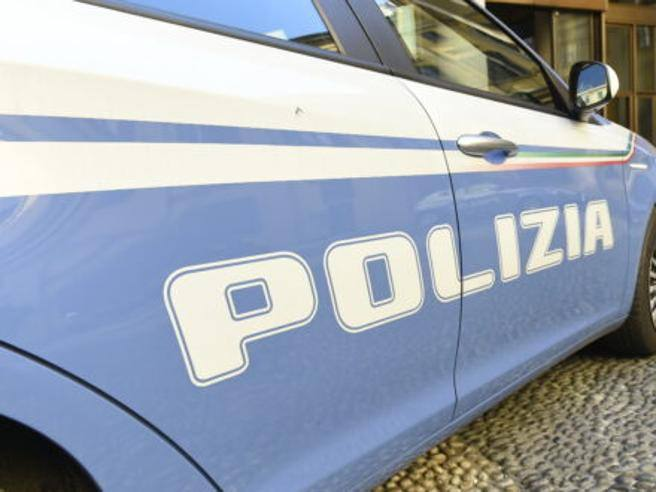 Pordenone, femminicidio: 33enne accoltella la compagna al collo e va in Questura con le mani insanguinate
