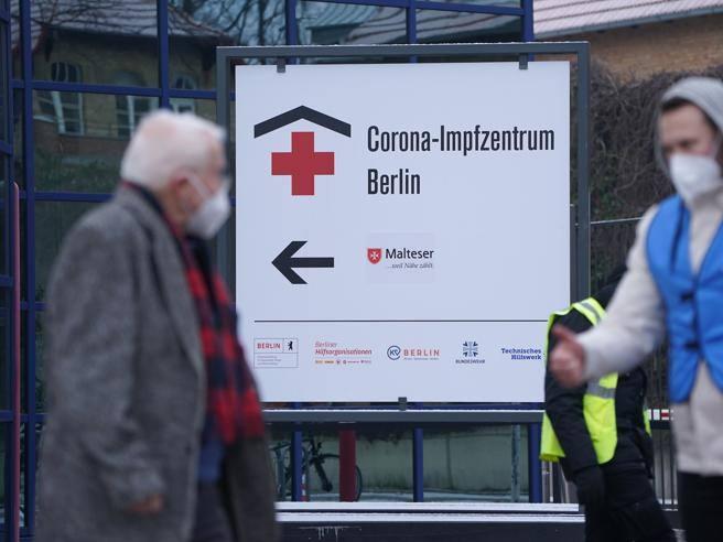 Rifiutano il vaccino anti Covid, in Germania 7 infermieri licenziati