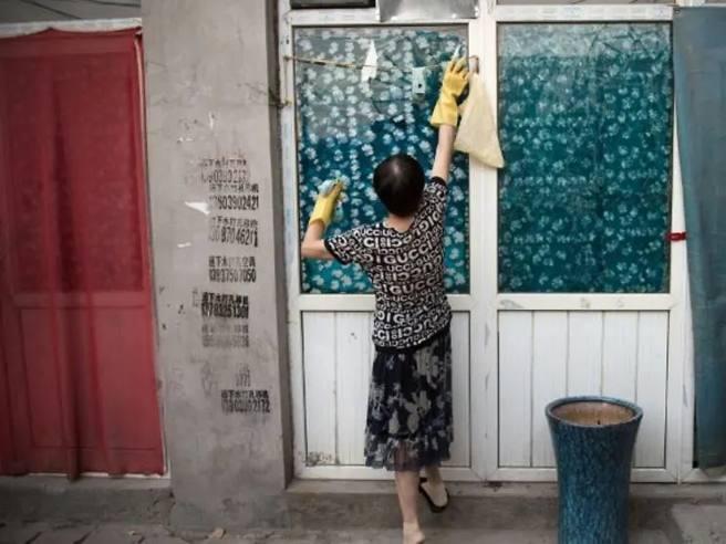 Cina, il tribunale di Pechino obbliga il marito a pagare i lavori domestici effettuati dalla moglie