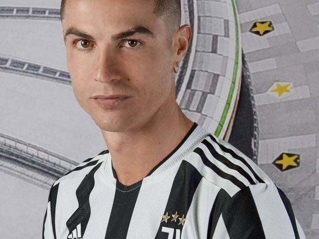 Juventus, nuova maglia 2021-2022: tornano le strisce bianconere ...
