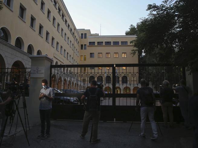 Atene, attacca con l?acido i vescovi che volevano espellerlo dalla Chiesa: un sacerdote arrestato