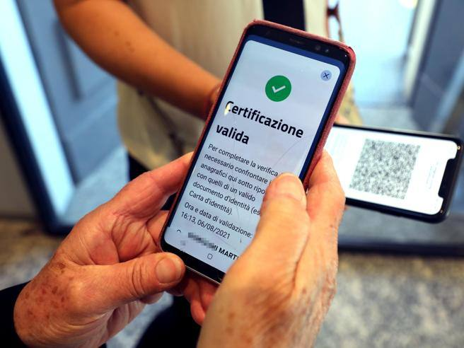 """""""99% of Italians need to be vaccinated to not use the green pass"""" – Corriere.it"""