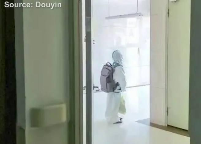 Ĉinio, Kovim-19-eksplodo en elementa lernejo, infanoj solaj en hospitalo por kvaranteno   (Itala fonto)