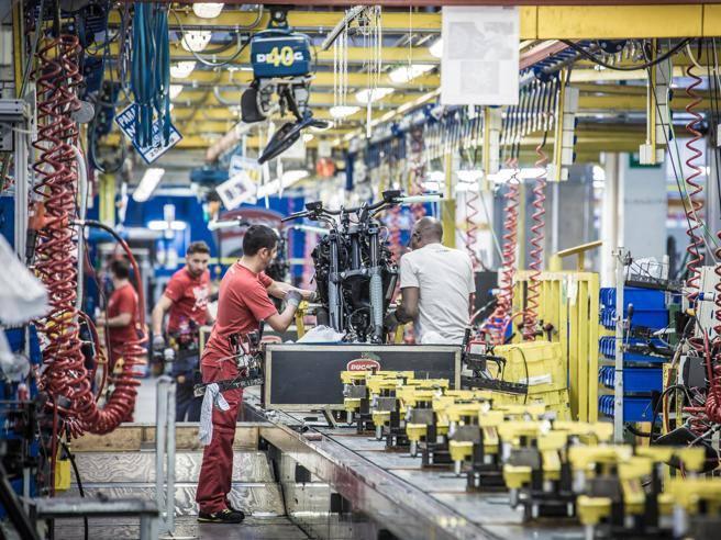Green pass sul lavoro, da Ducati all'ex Ilva: chi paga i tamponi ai dipendenti (e perché)