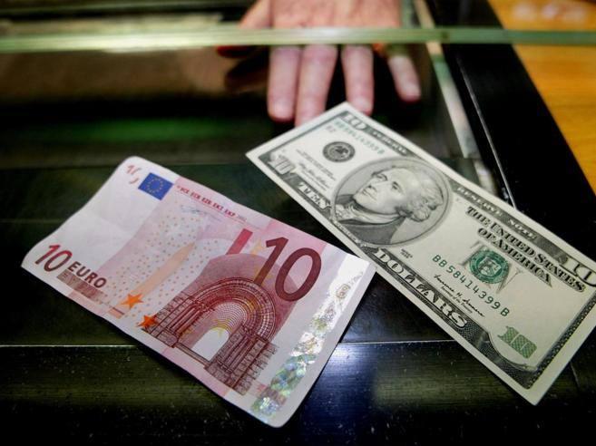 Lo spread sale a 290 (balzo di 20 punti) Borse europee in calo, l'euro ai minimi