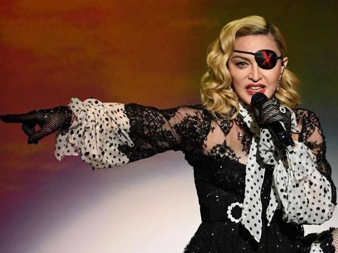 Madonna: «Voi Berlusconi e noi Trump. Ma non farei scambio con Salvini»
