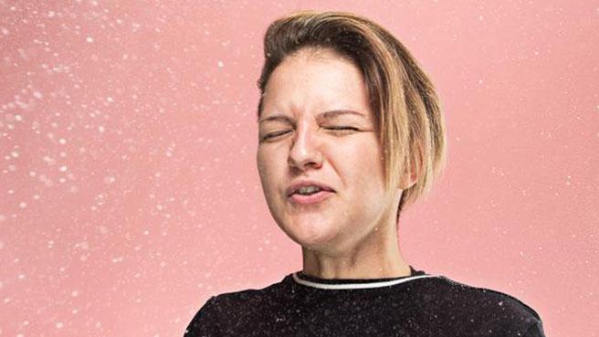 Come difendersi dal contagio quando si esce di casa, tra tosse e starnuti