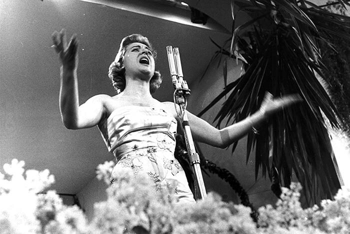 1958 - Tonina Torrielli sul palco del Casinò (Publifoto)