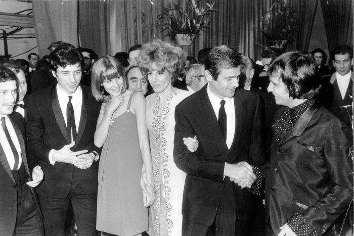 1968 - Da sinistra: Don Backy, Marisa Sannia, Ornella Vanoni, Sergio Endrigo e Roberto Carlos (Archivio Rcs)