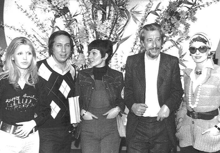 1973 - Da sinistra: Dori Ghezzi, Mike Bongiorno, Gilda Giuliani, il maestro Raymond Lefebre e Gabriella Farinon durante le prove (Archivio Rcs)