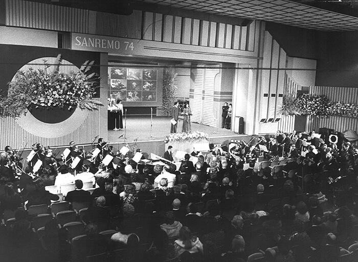 1974 - Il palco del Casinò allestito per il Festival (Archivio Rcs)