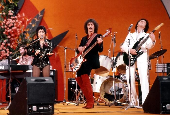 """1978 - I Matia Bazar, vincitori di Sanremo 1978 con la canzone """"…e dirsi ciao"""", sul palco del'Ariston (Olycom)"""