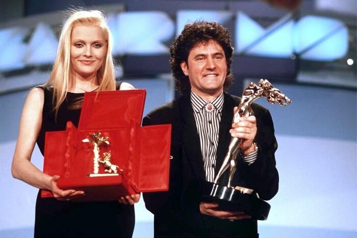 """1989 - Anna Oxa eFausto Leali, vincitori del trentanovesimo Festival con la canzone """"Ti lascerò"""" (Olycom)"""