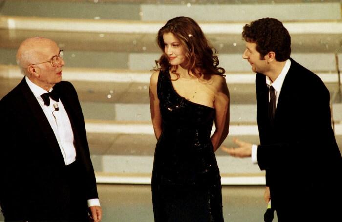 1999 - Il primo Festival condotto da Fabio Fazio: con lui sul palco il premio Nobel Renato Dulbecco e la modella francese Laetitia Casta (Ansa/Onorati-Ferrari)