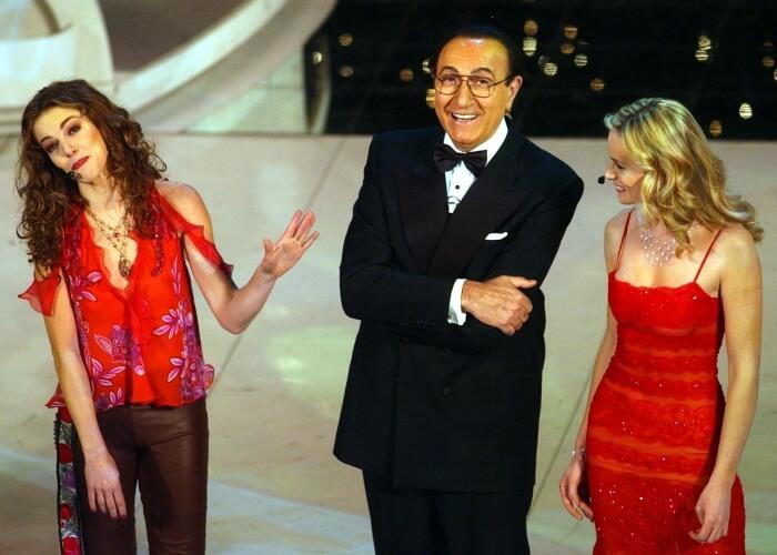 2003 - Claudia Gerini, Pippo Baudo e Serena Autieri durante la serata iniziale del 53esimo Festival (Ap)